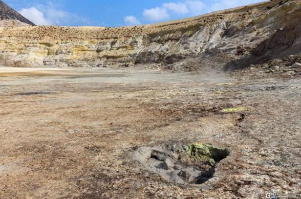 Грязевая терма в кратере