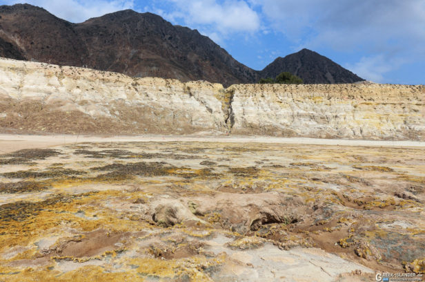 Неустойчивый грунт в кратере